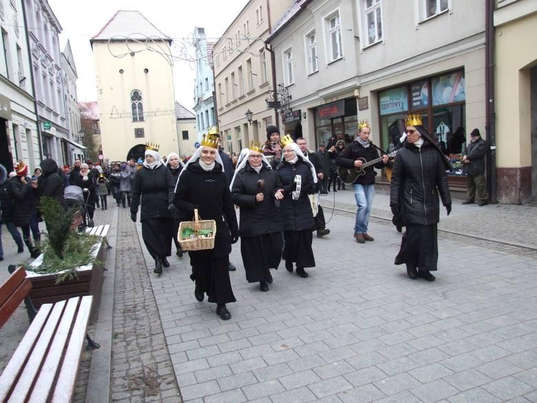 Podobnie, jak w wielu miejscowościach w Polsce, tak i ulicami  Chełmna przeszedł kolorowy Orszak Trzech Króli. Zorganizowały go wspólnie: parafia farna