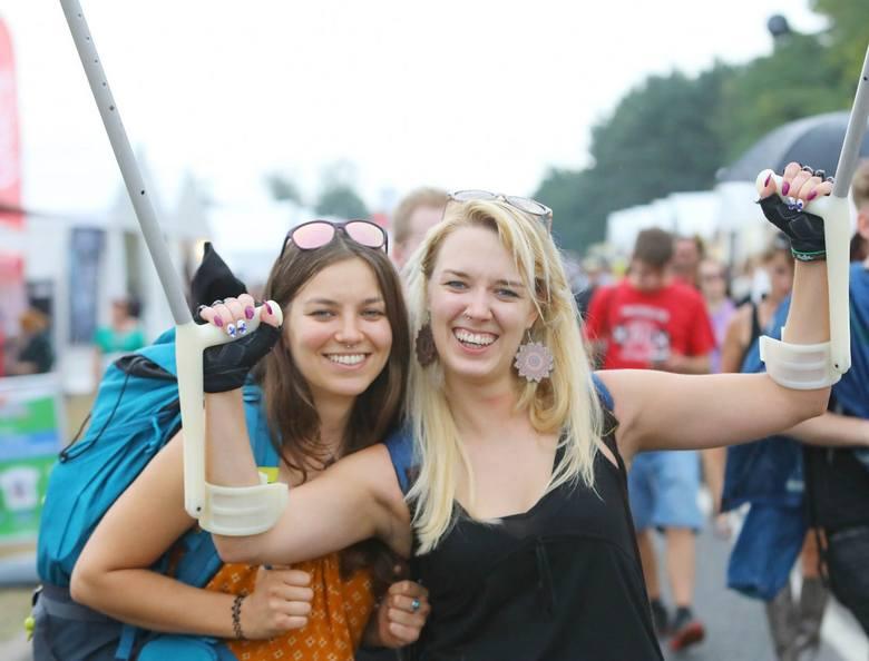 Na Pol'and'Rock 2019 jak co roku nie brakuje pięknych dziewczyn. Woodstock 2019 trwa, a w Kostrzynie nad Odrą bawią się tysiące uśmiechniętych woodstokowiczek.