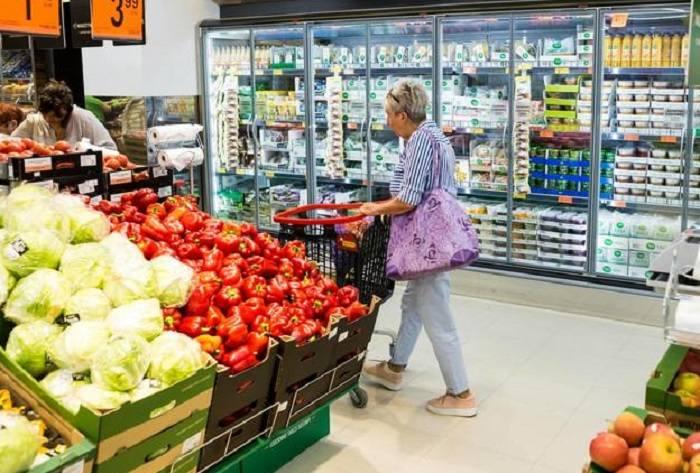 Chociaż generalnie ceny w sklepach z upływem czasu rosną, to są produkty, za które dziś płacimy mniej niż 10 lat temu. Porównaliśmy ceny wybranych artykułów