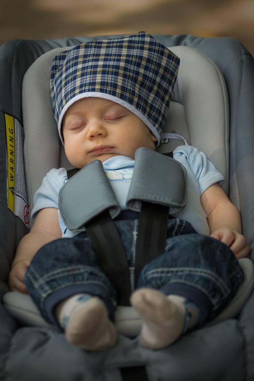 <strong>A co, jeśli przegapimy ten moment?</strong><br /> Jeśli maluch płacze z wyczerpania, zaczyna grymasić, jest rozdrażniony, kiepsko się czuje, to już nie jest oznaka zmęczenia, a  przemęczenia. Dziecku w tym stanie będzie bardzo trudno zasnąć. Jeśli przegapimy moment, kiedy dziecko jest gotowe, by...