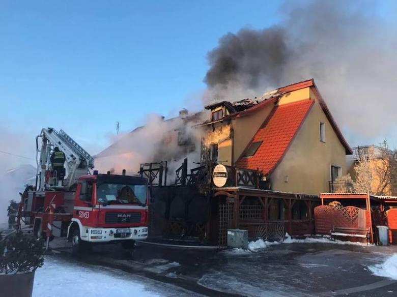 Wracamy do tematu: Pożar wybuchł w środę z rana. Było kilka minut po godzinie 6. Strażacy pojawili się na  miejscu chwilę później. Ale mogli już tylko