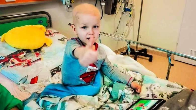 """Katarzyna, mama Kacperka, przyznaje, że choć od diagnozy minęły już ponad cztery miesiące, to wciąż z trudem przychodzi jej wymówienie słowa """"nowotw"""