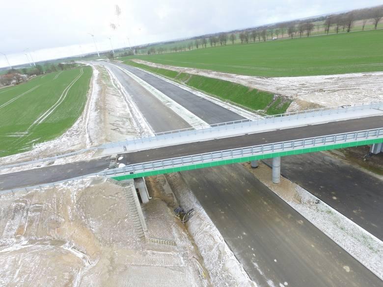 Zobaczcie najnowsze zdjęcia z prac prowadzonych przy budowie drogi S6 na odcinku Ustronie Morskie-Koszalin.Zobacz także Budowa obwodnicy Koszalina i