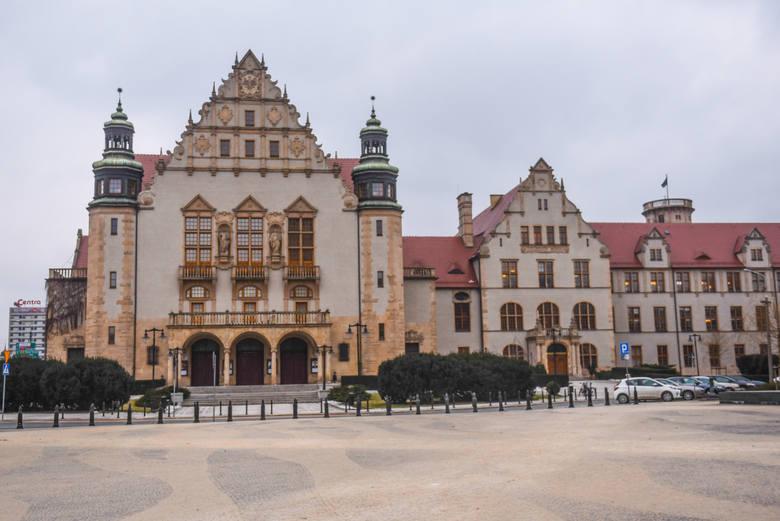Społeczeństwo Uniwersytetu im. Adami Mickiewicza w Poznaniu zbiera podpisy pod petycją po mocnych słowach arcybiskupa Marka Jędraszewskiego. Profesor