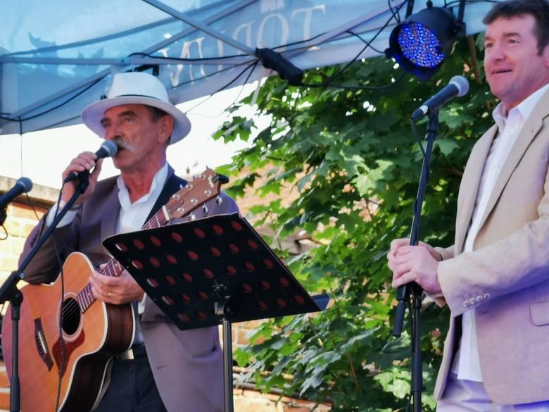 Podczas tegorocznego koncertu w ramach Dni Piosenki Francuskiej widzowie usłyszeli w ogrodach Dworu Mieszczańskiego interpretacje utworów takich artystów