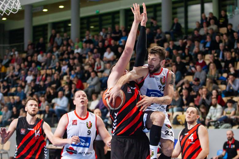 W hicie 22. kolejki I ligi koszykarzy Enea Astoria Bydgoszcz podejmowała w Artego Arenie zespół SKT Czarnych Słupsk.Rywale do Bydgoszczy przyjechali