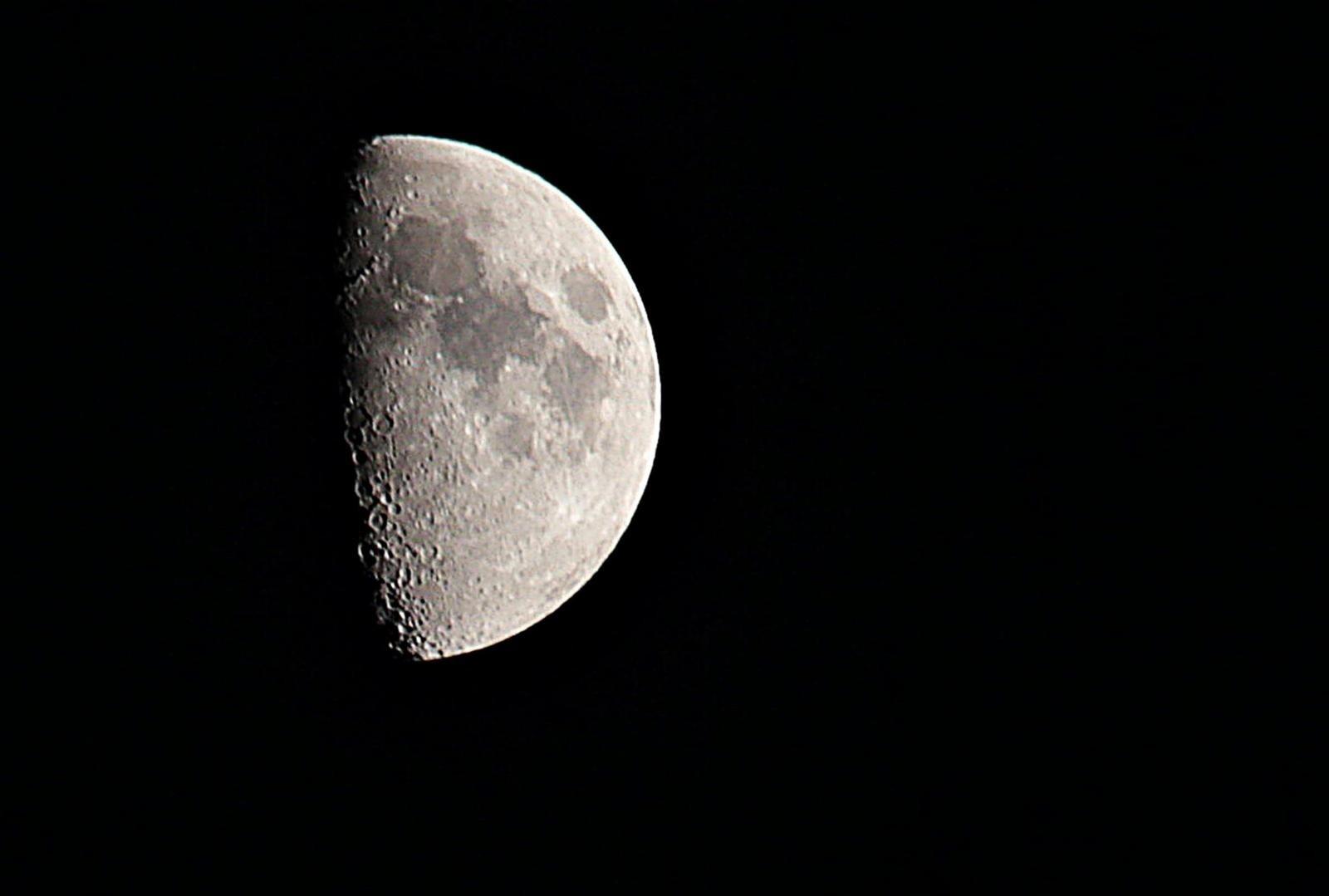 5f9806ed W zjawisku, które zobaczymy w piątek, niezwykłe jest przede wszystkim to,  że będzie ono trwać tak długo, wyjątkowo, jak na zaćmienia księżyca, ...