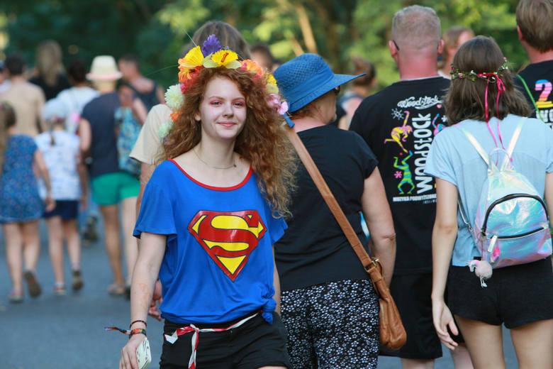 Kwiaty i wianki we włosach to już znak rozpoznawczy festiwalowych dziewczyn. Nie inaczej było w tym roku podczas PolAndRock Festivalu w Kostrzynie nad