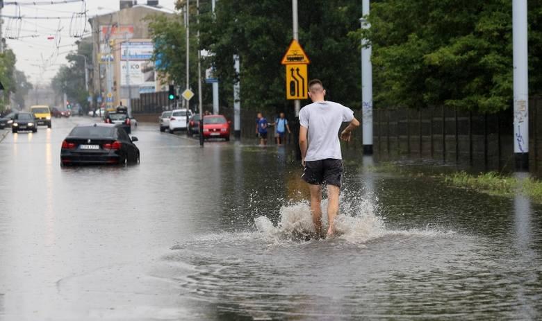 Wprowadzenie nowej opłaty ma na celu zmotywować mieszkańców miasta do takiego zagospodarowywania swoich działek, by jak najmniej wody deszczowej spływało