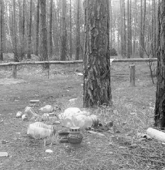 W pobliżu miejsca zabójstwa nadal stoją znicze