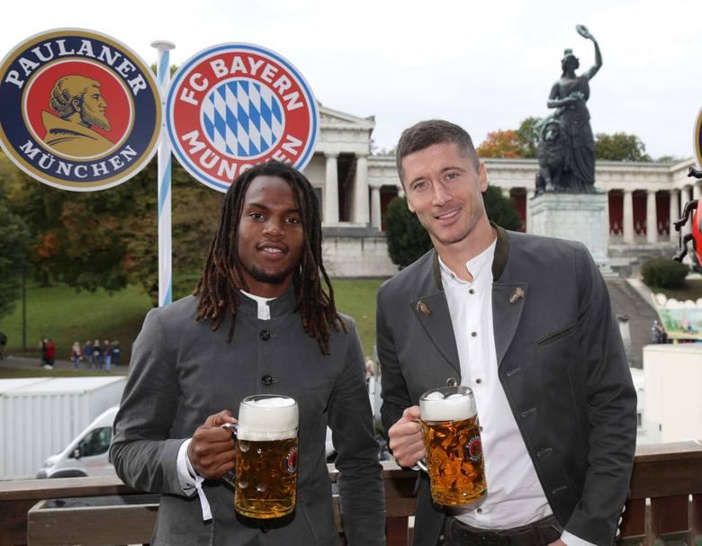 Piłkarze Bayernu Monachium jak co roku pojawili się na Oktoberfest. Tym razem jednak wizyta miała nieco gorzki smak. Bayern w Bundeslidze prezentuje