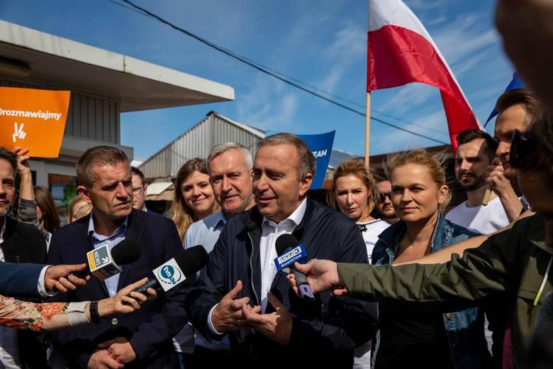 Sondaż: Polacy nie ufają Grzegorzowi Schetynie. Blisko połowa pytanych ufa prezydentowi Andrzejowi Dudzie