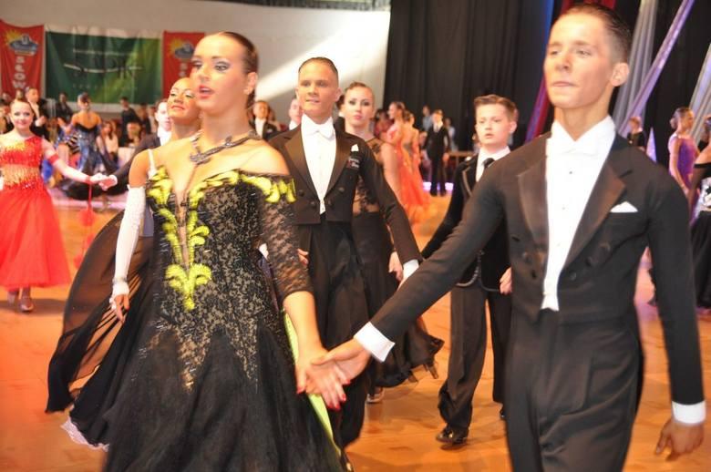 Wdzięk, uroda i duże umiejętności okupione litrami potu wylanego na treningach zaprezentowali uczestnicy szczecineckiego turnieju tanecznego.