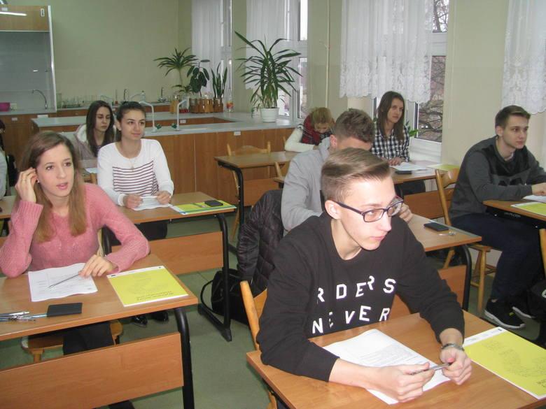 Próbny egzamin maturalny w I LO w Wyszkowie (ZDJĘCIA)