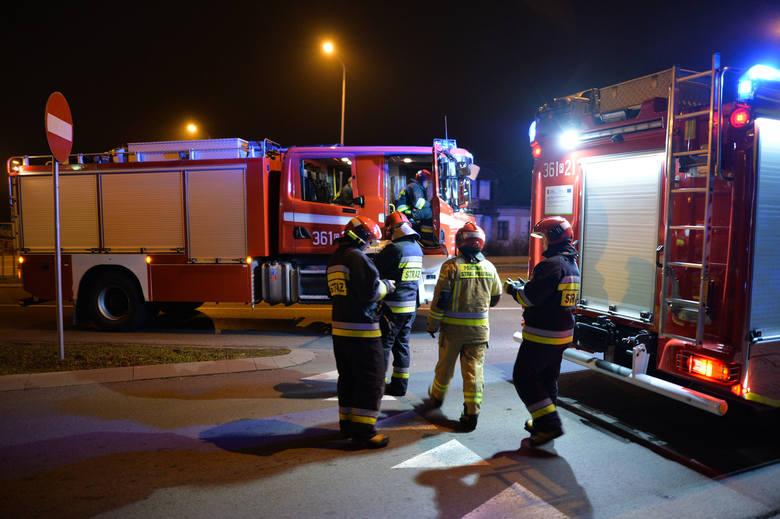 W niedzielę przed godz. 21 trzy zastępy straży pożarnej wyjechały do pożaru w budynku przy ul. Lwowskiej w Przemyślu. Okazało się, że w jednym z mieszkań
