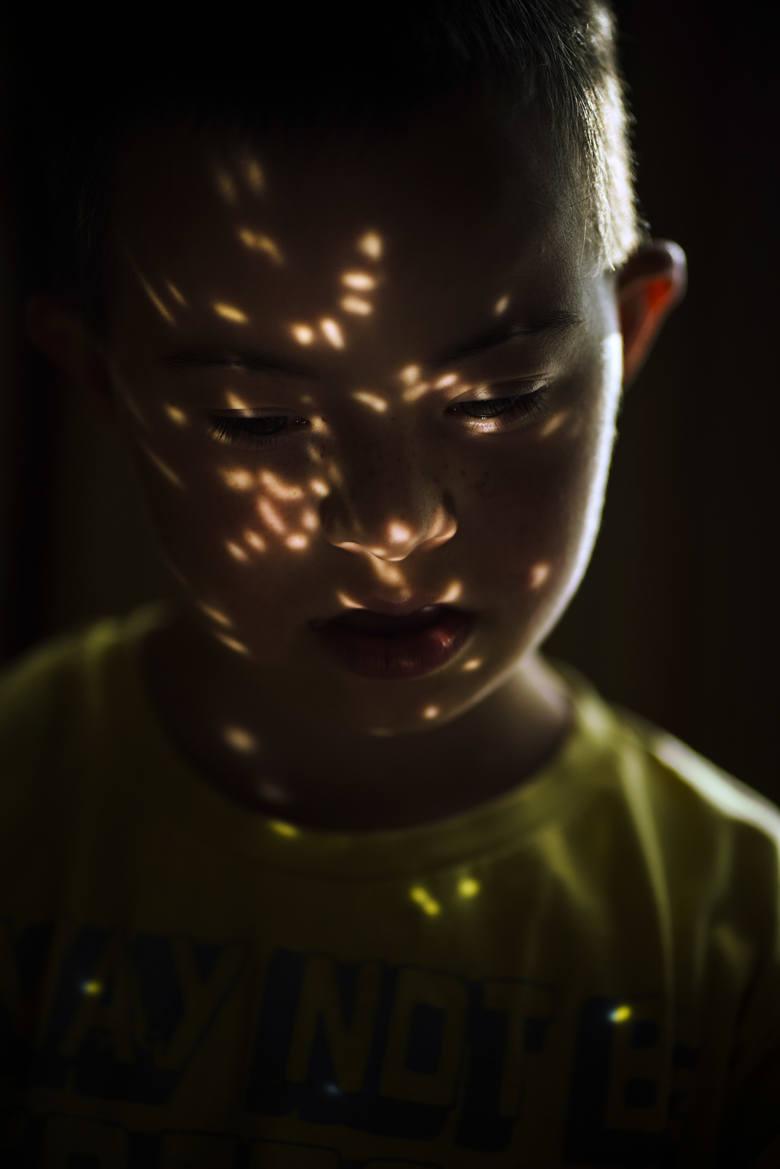 """""""List do chłopca z latarką"""", czyli fotograficzna opowieść o relacjach ojca z synem"""