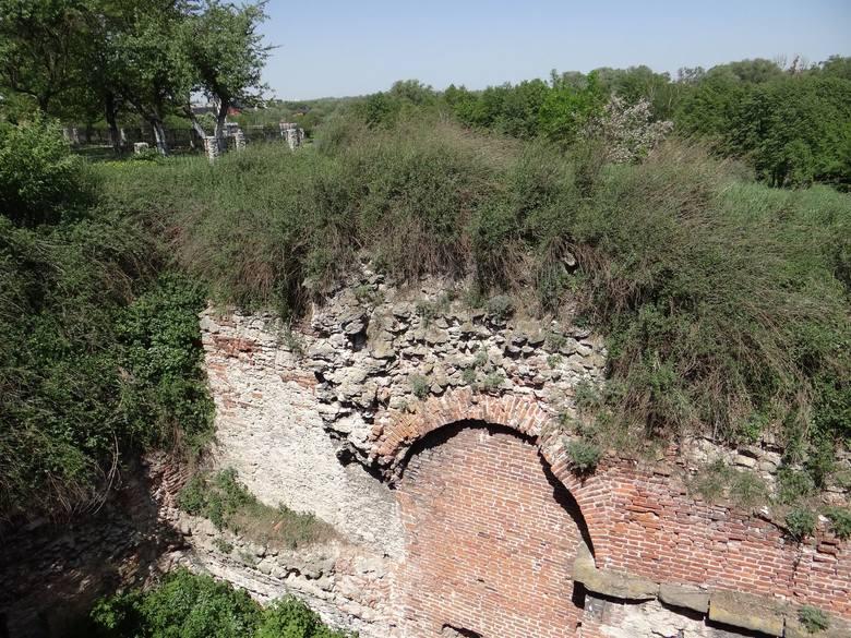 Zamek w Dubnie, siedziba rodów magnackich Lubomirskich i Sanguszków