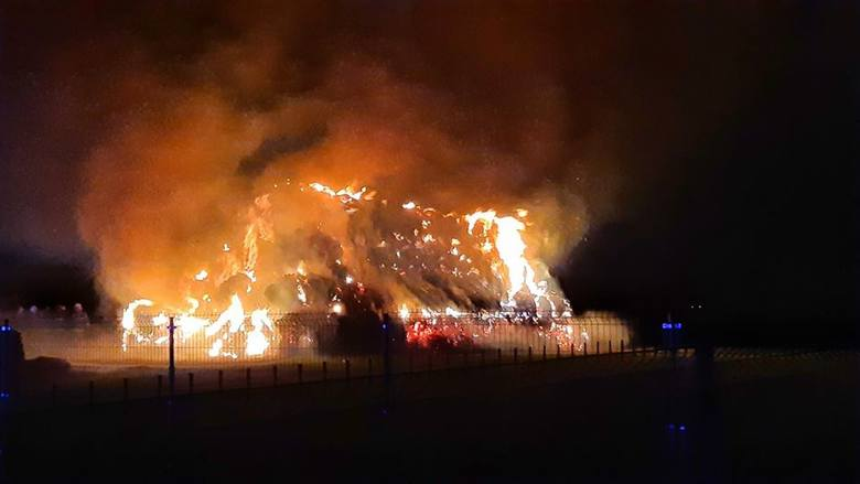 Wczoraj (15 stycznia) krótko przed północą przy ulicy Długiej w Kołodziejewie wybuchł pożar. Palił się stóg siana. Z ogniem walczyło 5 jednostek straży