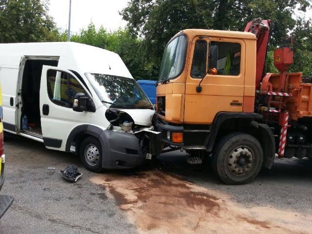 czołowe zderzenie w Gorzowie, zderzenie ciężarówki z busem