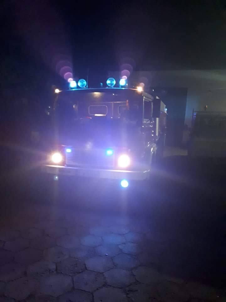 W piątek po godz. 15, w Studziankach doszło do pożaru. Akcję gaśniczą utrudnia duży wiatr i zadymienie. Strażacy muszą pracować w maskach i aparatac