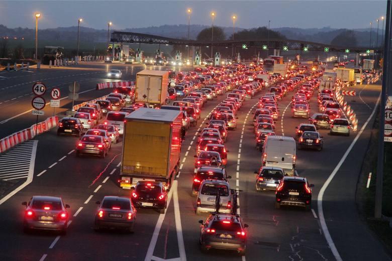 Wściekają cię korki przy bramkach na autostradzie A4? Mamy świetną wiadomość! Stary system poboru opłat między na autostradzie A4 między Wrocławiem a