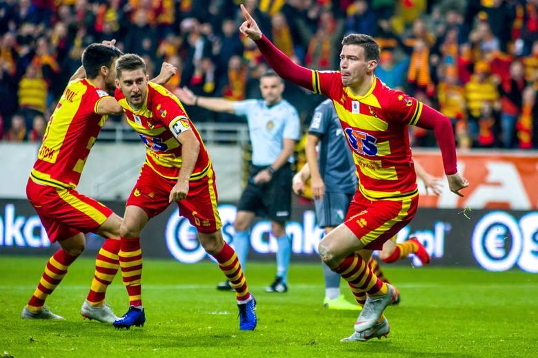 Ponownie w sezonie 2018.2019 zobaczyliśmy trzy mecze ze soba obu drużyn. W pierwszym (26. 10.2018) Jagiellonia u siebie zremisowała z Legią 1:1 (1:0). Już w 1 minucie gola zdobył Ivan Runje. Niestety, w 89 minucie wyrównał wprowadzony do gry w końcówce Sandro Kulenović.<br /> Drugi mecz...