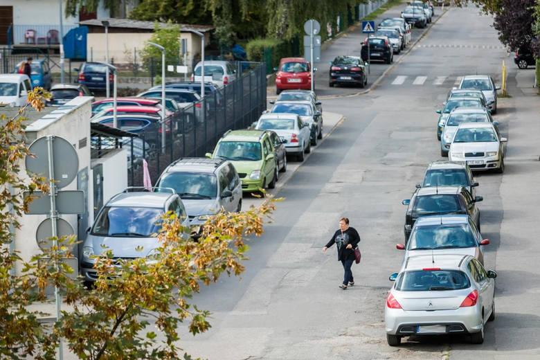 Bydgoszcz. Mieszkańcy grożą blokadą wjazdu do NFZ. Przez problemy z parkowaniem