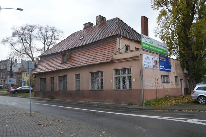Radny Jacek Budziński z PiS, na prośby mieszkańców skierował  interpelację do prezydenta Janusza Kubickiego w sprawie budynku przy ul. Sikorskiego 13.