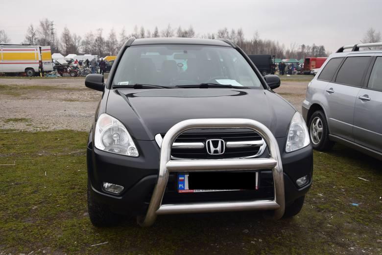 Honda CRV - rok produkcji 2003, z silnikiem 2.0 benzyna plus gaz. Stan licznika 199 tys. km. Cena 21 900 zł