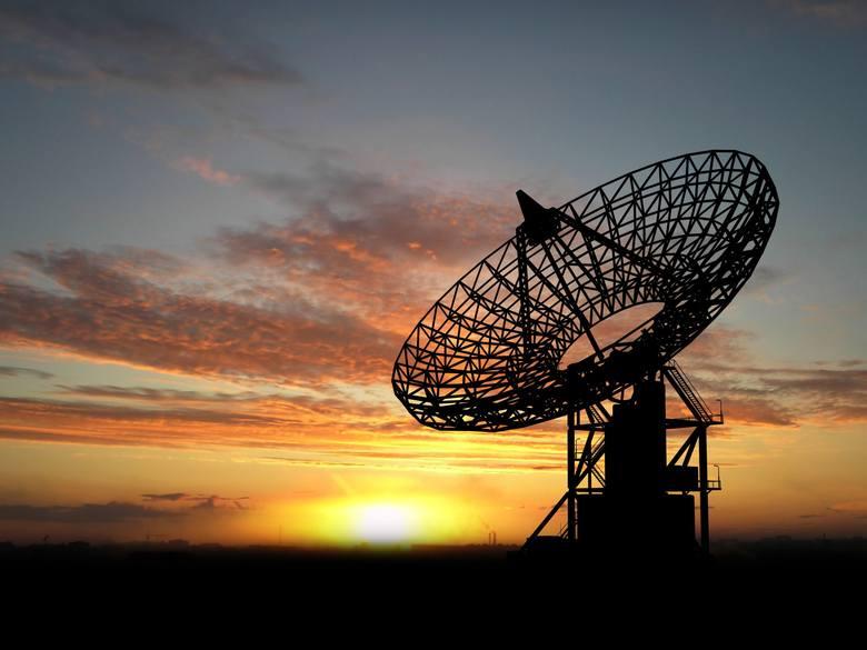 Dzięki nowoczesnym antenom, radarom i teleskopom jesteśmy w stanie obserwować obiekty poruszające się w naszym układzie słonecznym.
