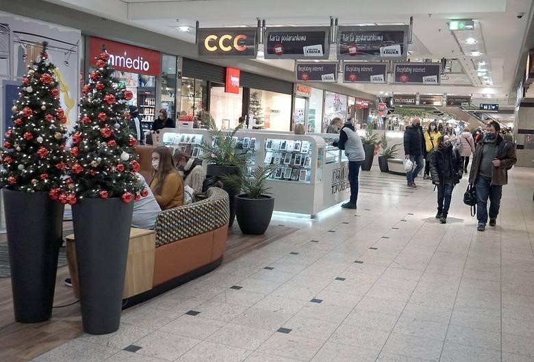 Markety Kaufland w Wigilię będą otwarte od godz. 7 do 13,w pierwszy i drugi dzień świąt nie będą działały.W Wigilię wszystkie łódzkie hipermarkety Carrefour