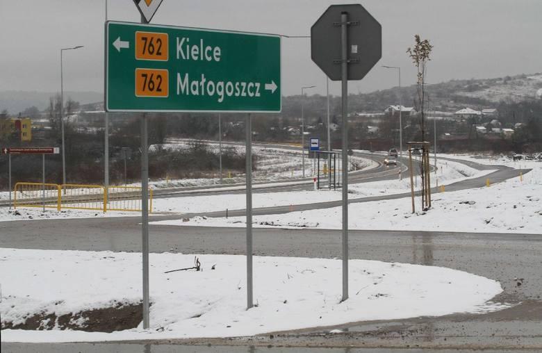 W czwartek, 13 grudnia otwarta została dla ruchu zmodernizowana droga wojewódzka numer 762 na odcinku Chęciny-Małogoszcz. Budowa trasy na 10-kilometrowym