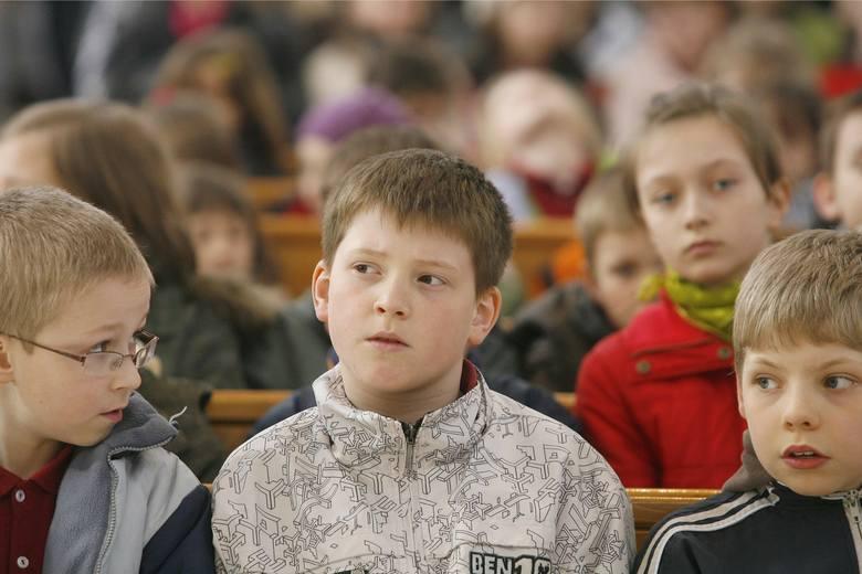 Nauczyciele nie kryją oburzenia i alarmują, że najmłodsze dzieci a także ich rodzice są wypytywani o sytuację rodzinną, materialną a także o kwestie