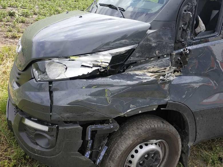 Do zdarzenia doszło dziś (9.07.19 r.), około godziny 12:20  w Samszycach w gminie gm. Osięciny.  Jak ustalili radziejowscy policjanci, kierujący ciężarowym