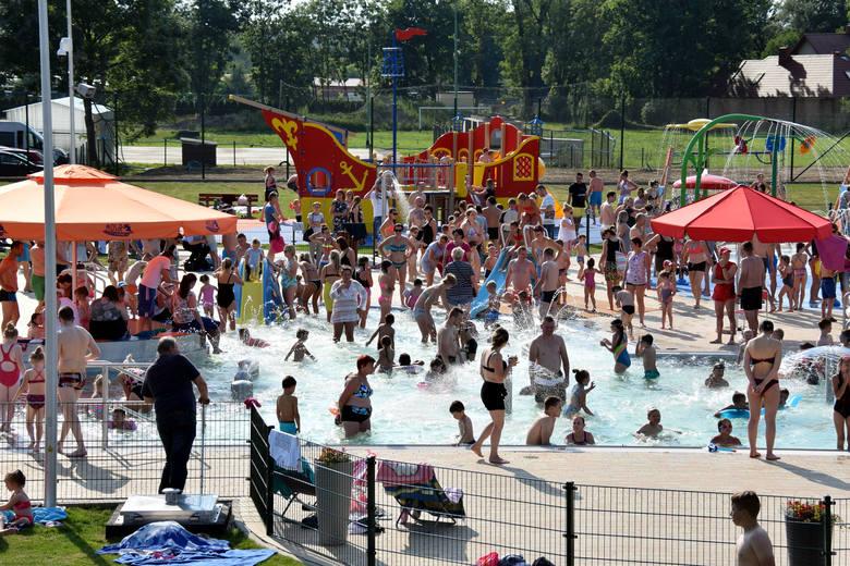 Nowy kompleks basenów przy ul. Bursaki w Krośnie jest już czynny. Byliśmy na otwarciu. Zobacz zdjęcia