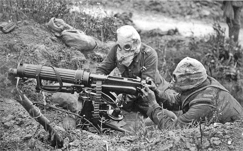 Oślepieni gazem bojowym żołnierze brytyjscy z 55 Dywizji. Zdjęcie wykonane 10 kwietnia 1918 roku