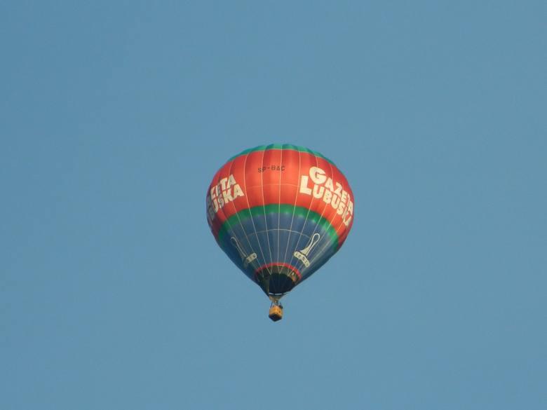 W sobotę 6 lutego chwilę przed godz. 16 balon pojawił się na niebie nad miejscowością Smolno Wielkie. - W odpowiednim momencie wyszedłem na dwór z aparatem