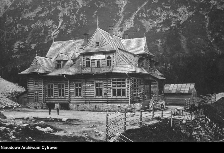 Morskie Oko, 1925-1939Nowe schronisko nad Morskim Okiem. Widok na schronisko, Morskie Oko i Tatry.