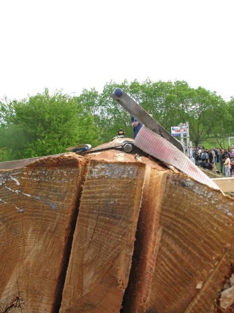 Dwudniowa majówka w Wilkowie - tam powstala najdluzsza deska i odbyl sie zlot motocyklistów.