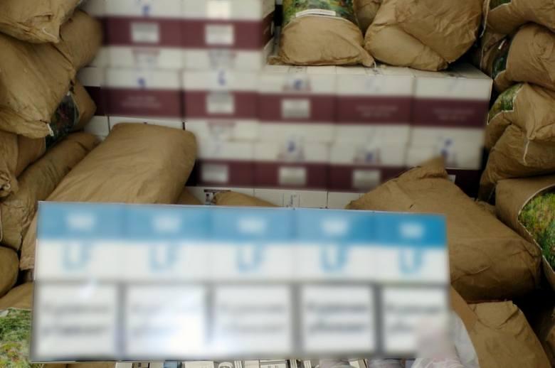 Olbrzymi przemyt w Budzisku. Nielegalne papierosy za ponad 5 mln zł zamiast kory ogrodowej