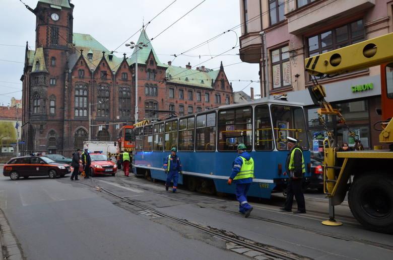 Tramwaj wykoleił się na Krupniczej. Są objazdy (FILM, ZDJĘCIA)