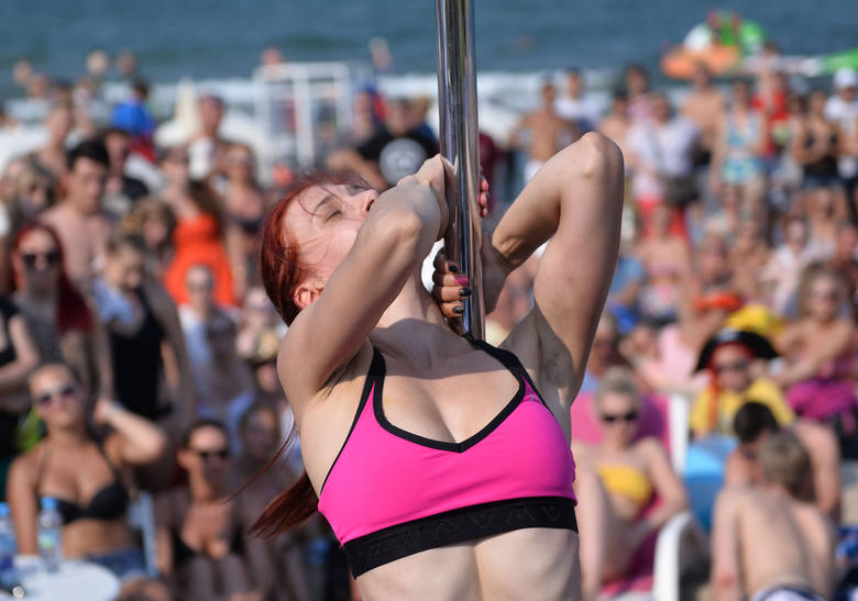 Pole Dance W Sopocie Na Plaży Wideo ZdjĘcia