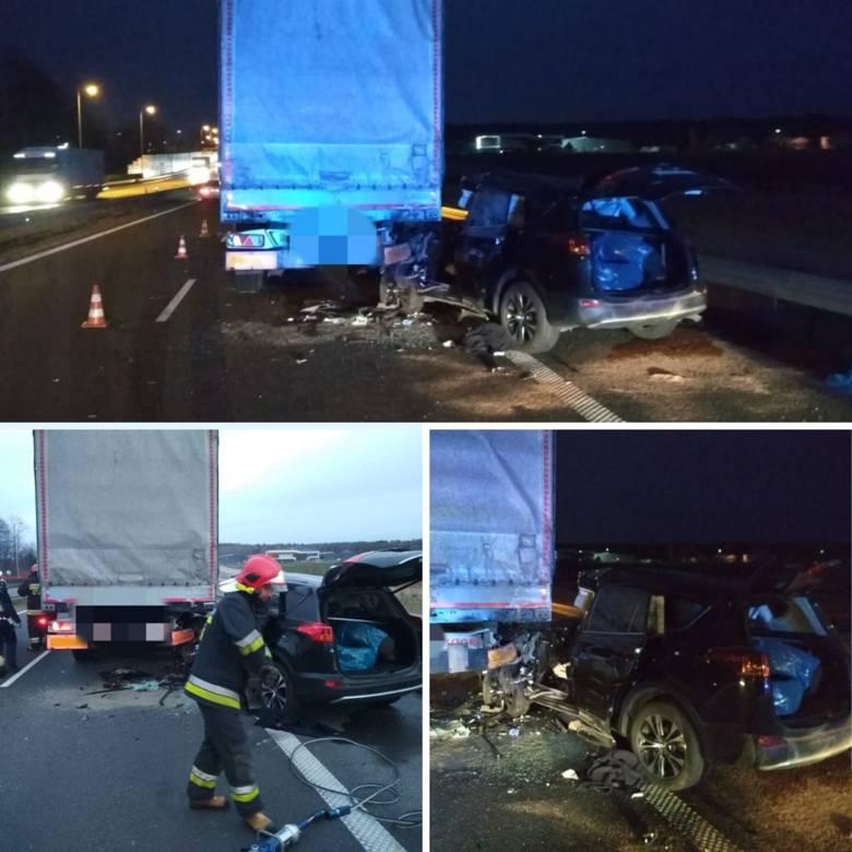 Łyski. Wypadek na drodze ekspresowej S8. Strażacy uwalniali uwięzioną osobę