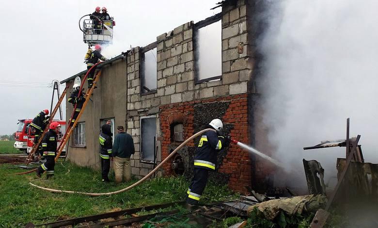 W  tym pożarze sprzed kilkunastu dni na szczęście nikt nie zginął, ale mieszkańcy Pawłowa stracili dom. Warto uważać i być ostrożnym