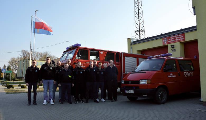 Jednostka ochotniczej straży pożarnej w Świętosławiu. To akurat typowo męski zespół