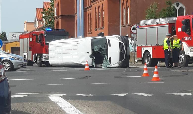 Do zdarzenia doszło w sobotę, 15 czerwca, około godziny 9.30 na skrzyżowaniu przy Domu Miłosierdzia w Koszalinie. Kierowca busa został przewieziony do