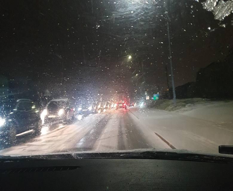 Na ulicy Wodzisławskiej były fatalne warunki - alarmowali kierowcy Zobacz kolejne zdjęcia. Przesuwaj zdjęcia w prawo - naciśnij strzałkę lub przycisk