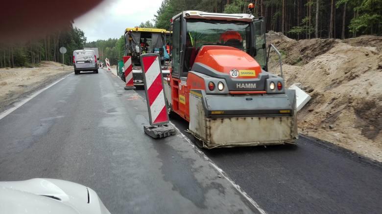 Trwa przebudowa drogi wojewódzkiej nr 240. W związku z prowadzonymi pracami ruch na trasie Świecie - Tuchola odbywa się wahadłowo.