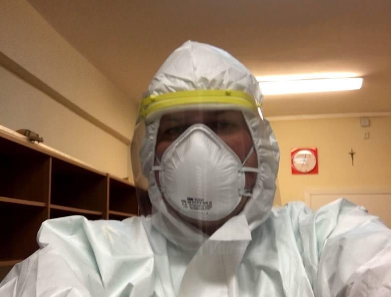 Poseł z Piły Marcin Porzucek w dni, gdy nie jest w Sejmie, pracuje jako wolontariusz na oddziale covidowym w szpitalu.