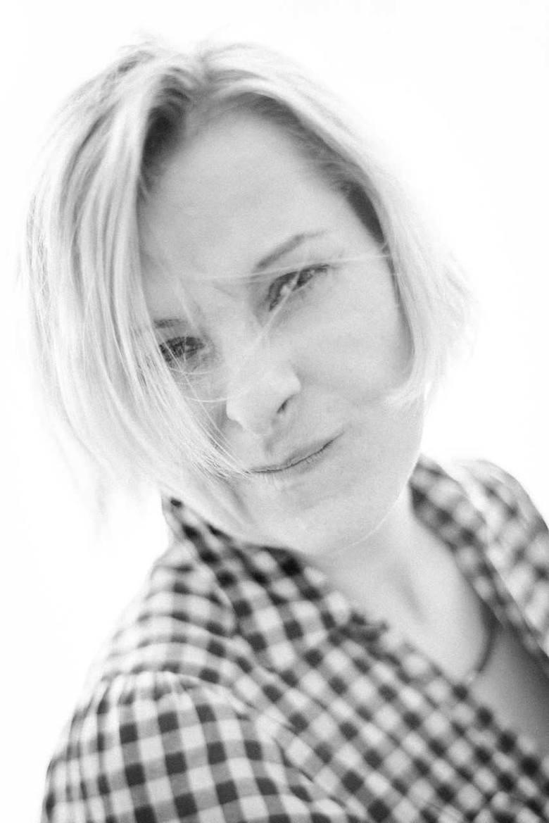 Miłka Małzahn - dr filozofii, pisarka, poetka, autorka sztuk teatralnych.